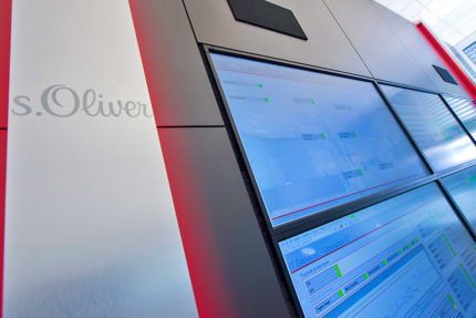 JST - s.Oliver: Firmenlogo als optisches Highlight der Display Suit