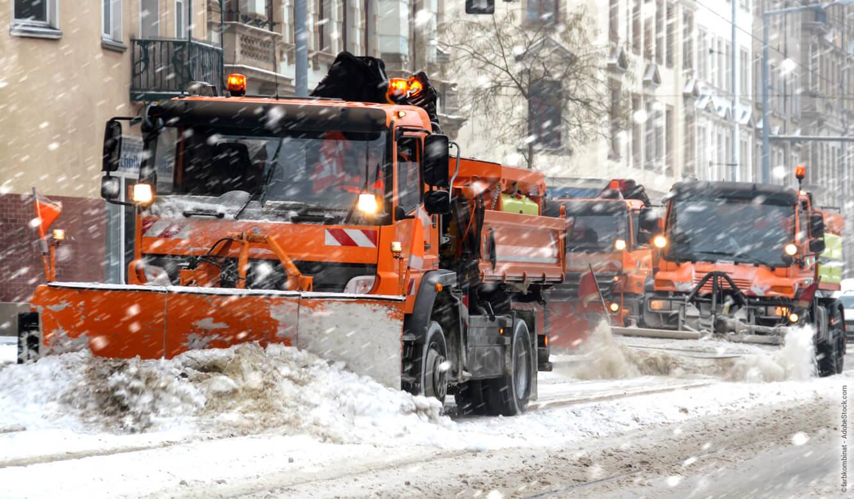 Winterdienst-Technik im Einsatz auf der Straße