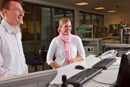JST - OWL Hochschule: Leitstand-Mitarbeiter
