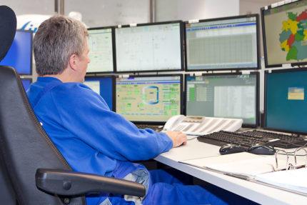 JST - Linde Leuna - Remote Operation Center - Alle Bildschirme im engen Sichtfeld