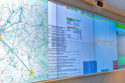 JST-Plusnet: Kontrollraum mit einer neuen Cube-Großbildwand
