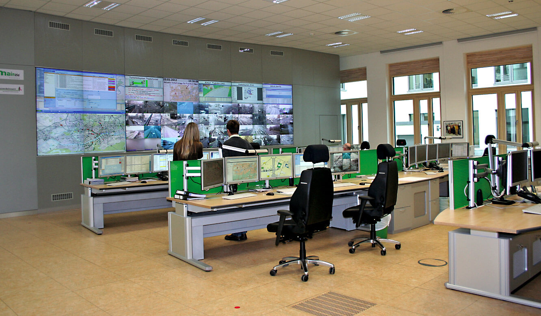 JST - Straßenverkehrsamt Frankfurt am Main: neue integrierte Gesamtverkehrsleitzentrale