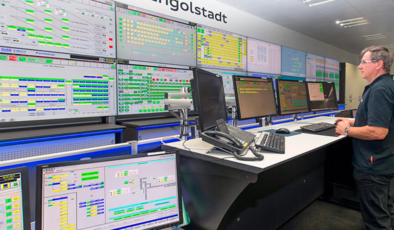 Audi Ingolstadt: Leitstand. Ergonomische Operator-Tische. Höhenverstellbar