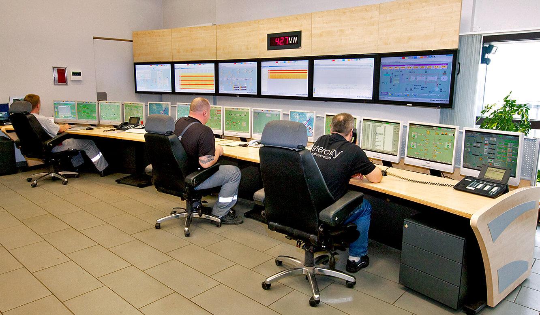 JST - Stadtwerke Hannover: Blockwarte. Operatorplätze und Großbildwand