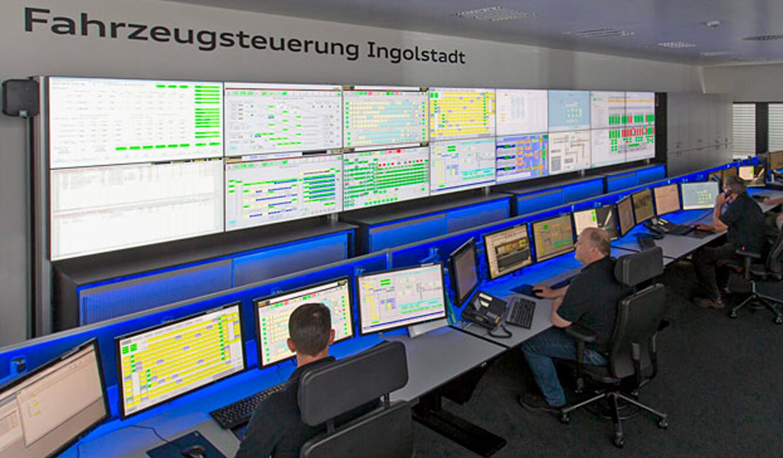 Audi Ingolstadt: Leitstand. Großbildwand und Operatorplätze mit Ambient-Light