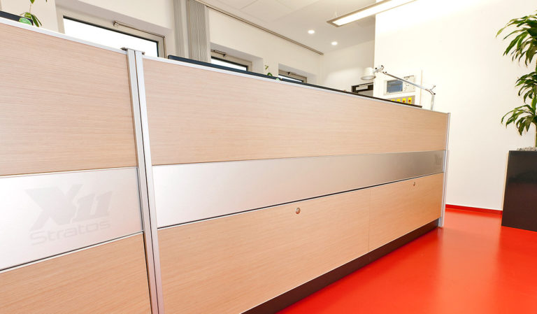 JST Referenzen - Energieservice Westfalen Weser - Leitwartentisch mit Versorgungsräumen