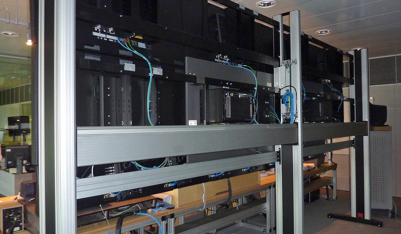 JST - Media & Communication Systems GmbH Sachsen: Der Bildregieraum. Großbildwand. Die Technik