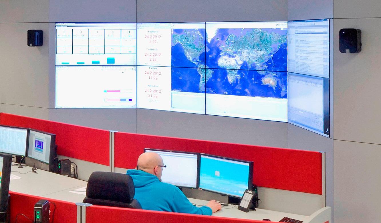 JST-Senvion: Leitzentrale. Großbildwand inklusive Großbildwandverkleidung installiert