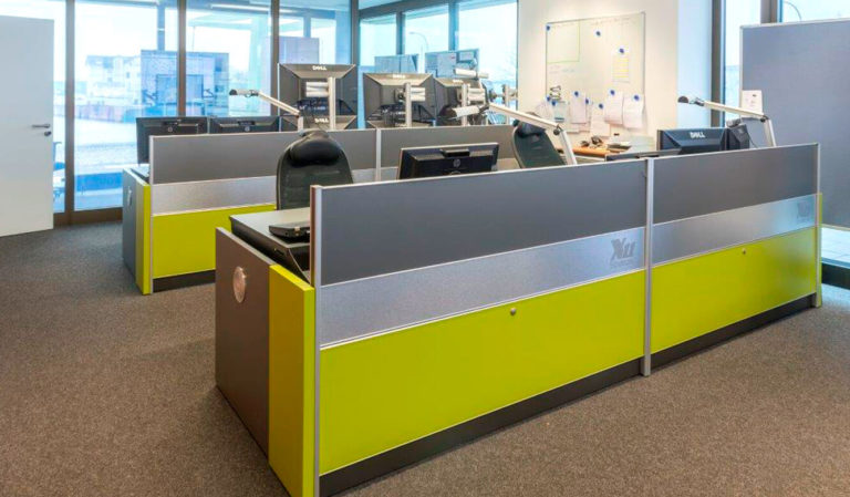 JST - WindMW Bremerhaven: Leitstand. Stratos Operator-Desks