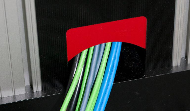 JST - Media & Communication Systems GmbH Sachsen: Der Bildregieraum. Kabelkanäle