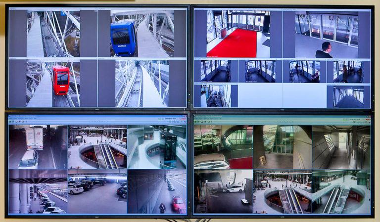 JST Referenzen - The Squaire Frankfurt: Notfall- und Service-Leitwarte - Großbildwand