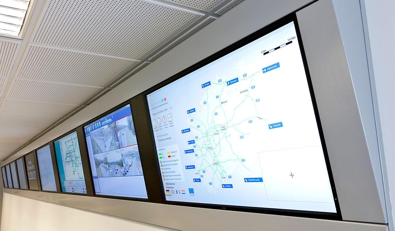 JST - Verkehrszentrale NRW: Kontrollraum. Displays an der Großbildwand