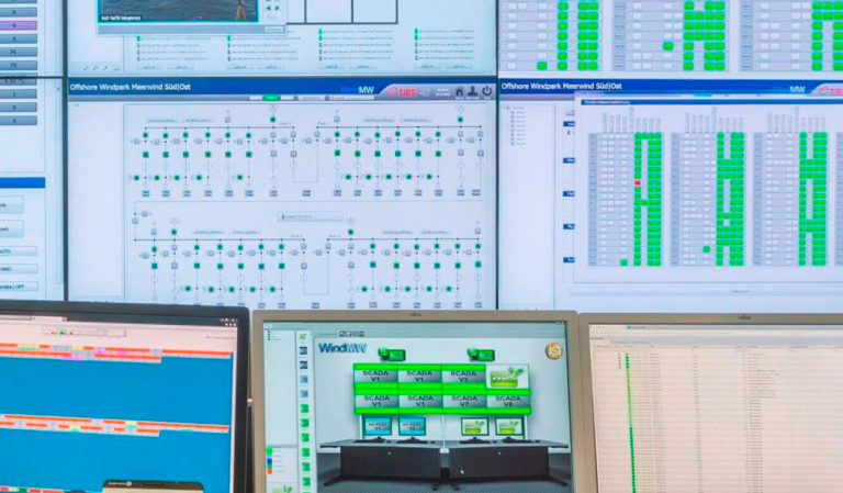 JST - WindMW Bremerhaven: Leitstand. Operator-Displays und Großbildwand