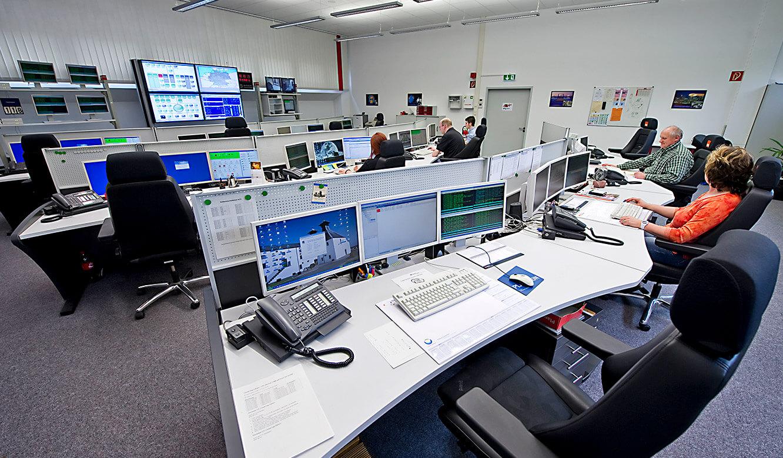 JST - W&W Informatik Ludwigsburg: Mitarbeiter an den Operator-Plätzen