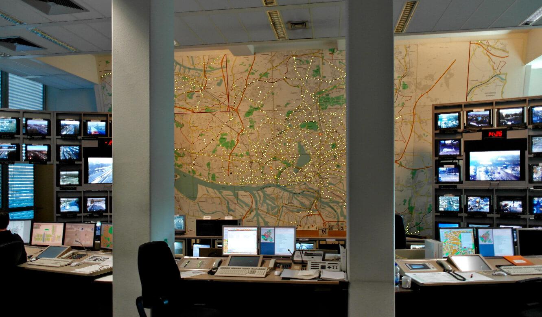 JST - Polizei Hamburg: Verkehrsleitzentrale. Vor dem Umbau. 20-Jahre-alte Diodenkarte