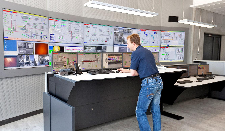 JST-Spenner Zement: Leitstand. Operator-Tisch mit elektromotorischer Höhenverstellung
