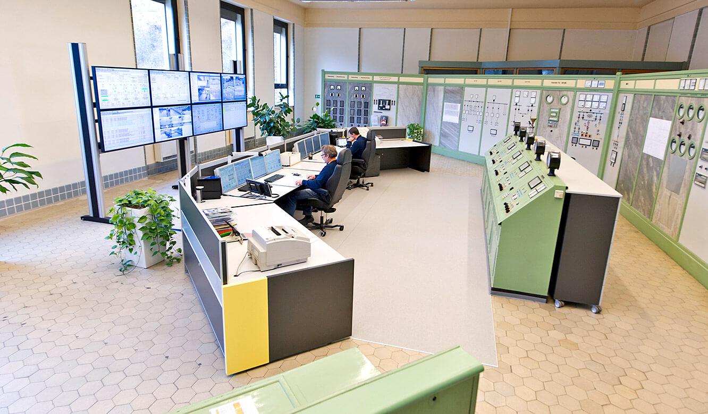 JST Referenzen - EnBW Leitwarte: Neue und alte Technik