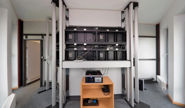 JST-Senvion: Leitzentrale. Technikraum. Großbildwandverkleidung.