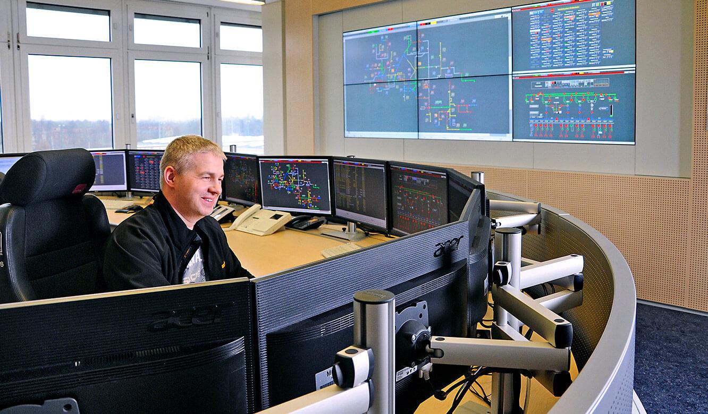 JST Referenzen - Berliner Verkehrsbetriebe: übersichtliche Display-Anordnung in der neuen Leitstelle