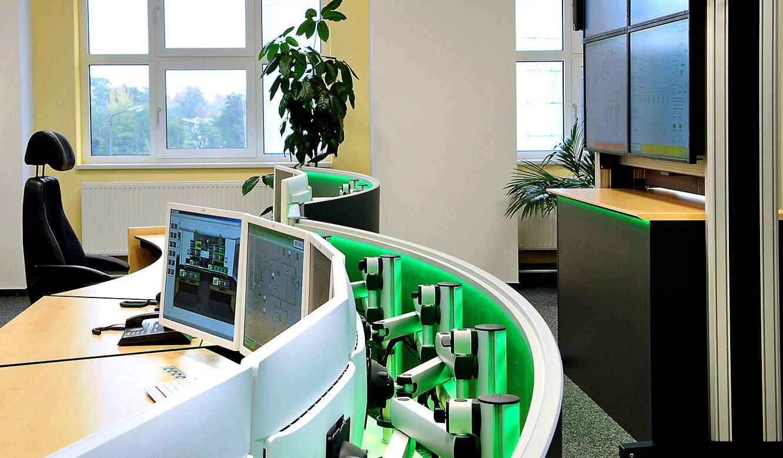 JST-DREWAG: Arbeitsplatzmonitore mit verstellbaren 3D-Gelenkarmen