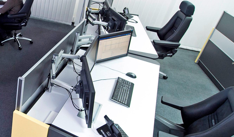 JST GRZ Linz 3-D-Monitor-Gelenkarme für optimale Ausrichtung der Displays am Arbeitsplatz