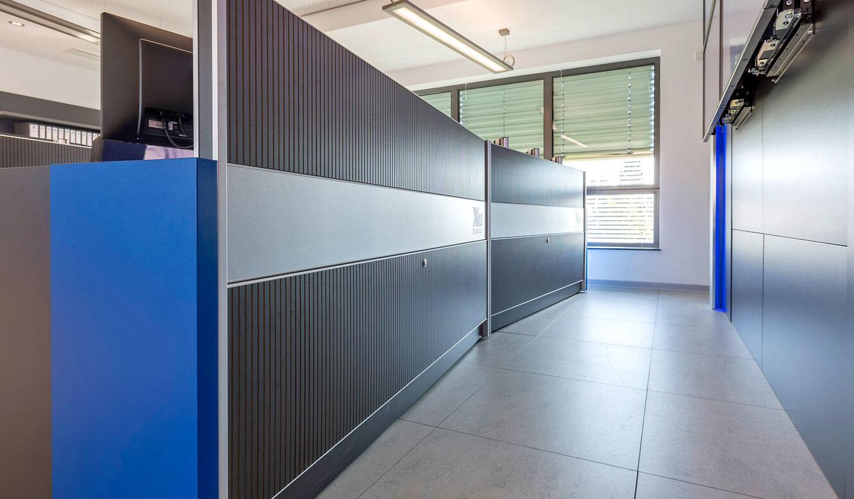 JST-Niedersächsische Wach- und Schließgesellschaft: geschlossene Revisionsklappe am Operator-Tisch