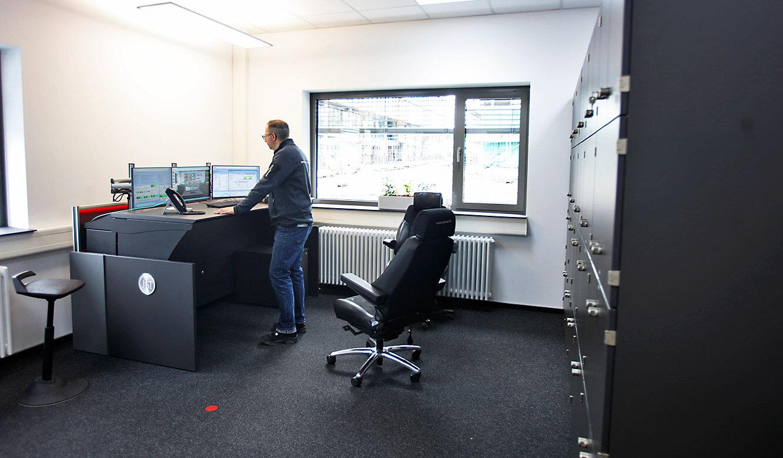 JST-Roche: spezieller Arbeitplatz zur Überwachung des elektrischen Versorgungsnetzes