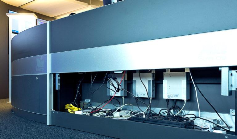 JST Referenzen - WPD Windmanager Bremen: Leitstand. Installation Technik im Leitstandtisch
