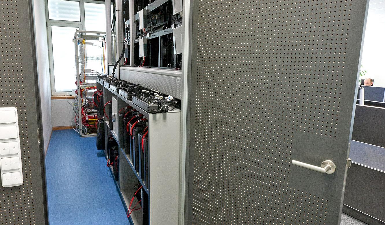JST - R+V Versicherung - Leitstand - Raum mit Großbildtechnik