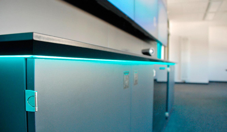 JST Referenzen - Siemens: Medienboard mit dem Stauraum für Technik und Schriftgut