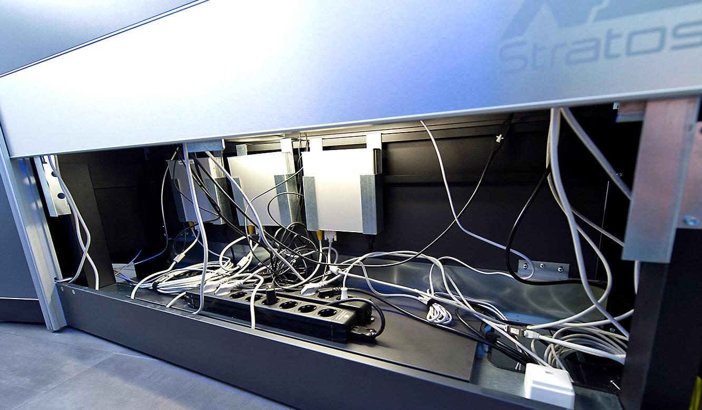 JST-Flughafen München: Operator-Desk mit viel Platz im Versorgungsraum
