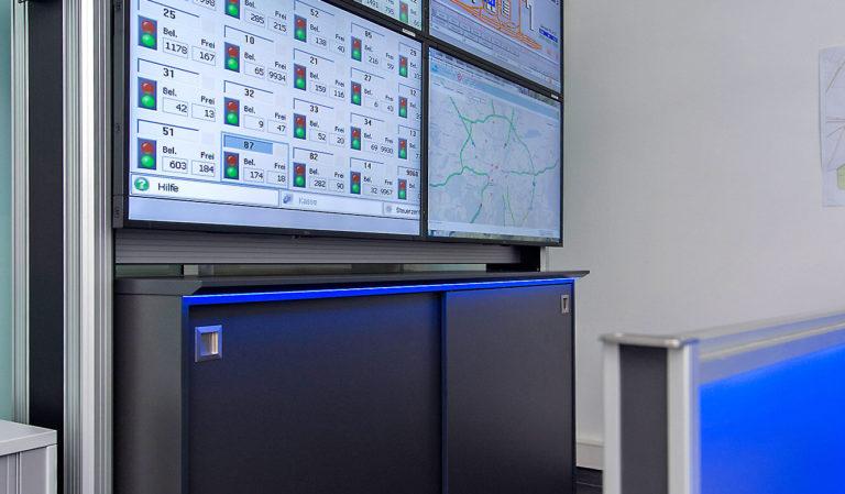 JST-Flughafen München: DisplayWall mit Medienboard