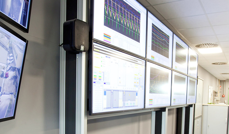 JST-MVA-Bonn: Großbilddisplays im DisplayRack integriert