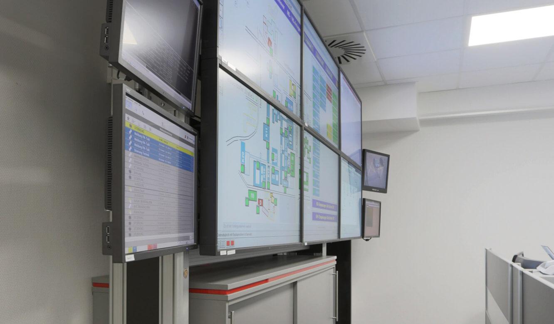 JST - Medizinische Hochschule Hannover: Displayrack kann frei im Raum bewegt werden