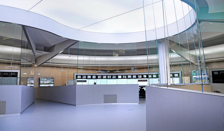 JST - PCK Schwedt: LED Tageslicht-Decke simuliert das aktuelle Wetter