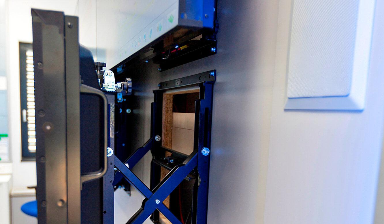 JST-Siemens Wegberg: Quick-Out-Montagesystem in den DisplaySuit integriert