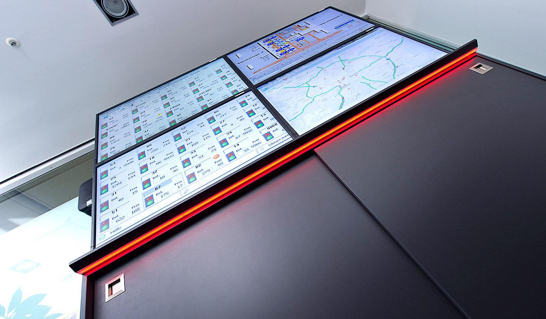 JST-Flughafen München: Medienboard mit spezieller AmbientLight-Beleuchtung
