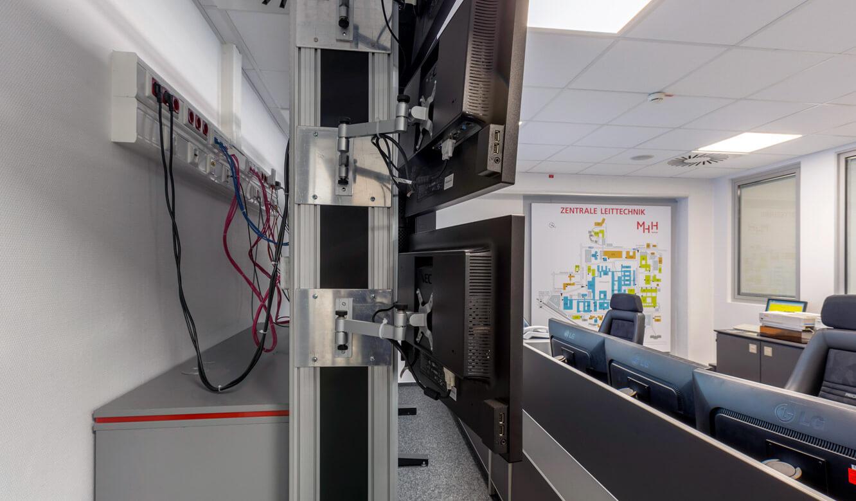 JST - Medizinische Hochschule Hannover: Displayrack bietet optimale Zugänglichkeit für die Revision