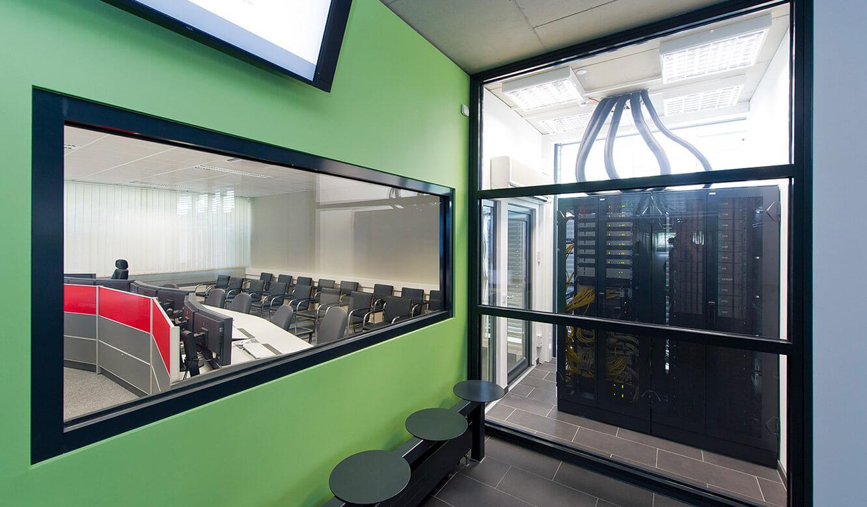 JST - DHBW Mannheim: Leitwarte. Rechnertechnik und Blick in den Hörsaal