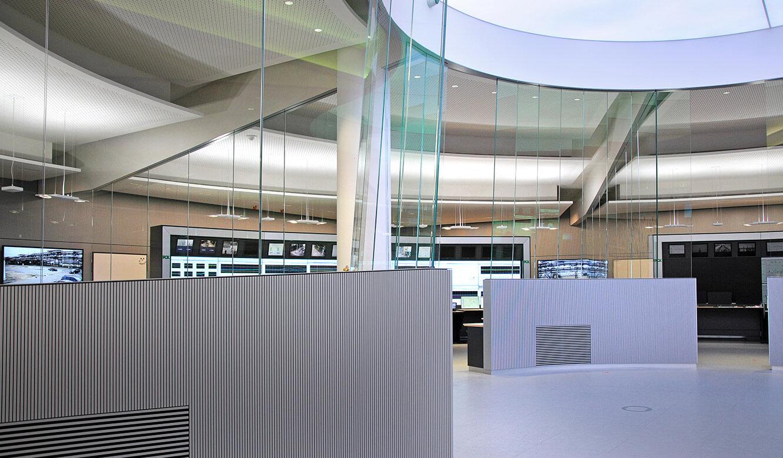 JST - PCK Schwedt: Glasscheiben minimieren die Schall-Reflexionen