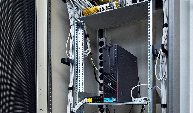 JST-Flughafen München: über den ausgelagerten Rechnern findet sich das JST-MultiCenter