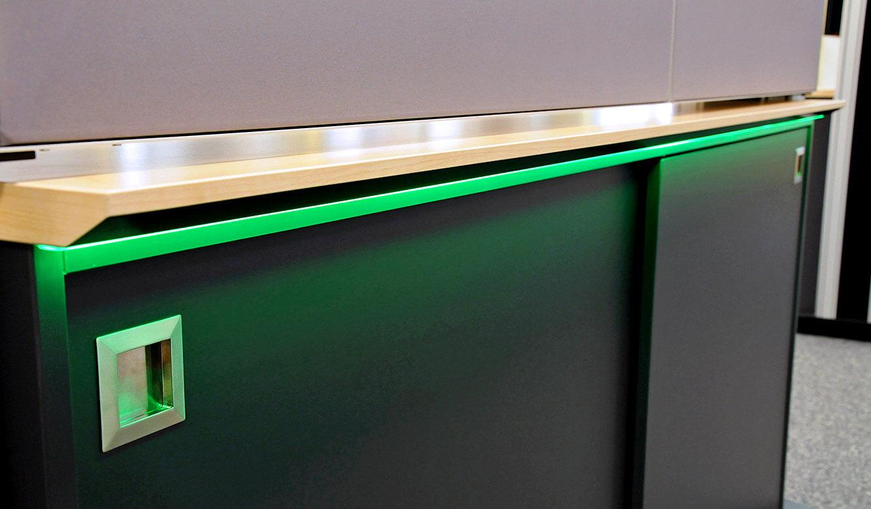 JST-DREWAG: AmbientLight am Medienboard ermöglicht optisches Alarm Signal