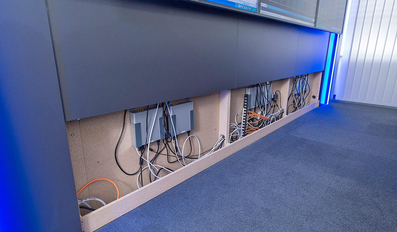 JST GRZ Linz hinter den Paneelen der Großbildwand sind die MultiConsoling-Empfänger verborgen
