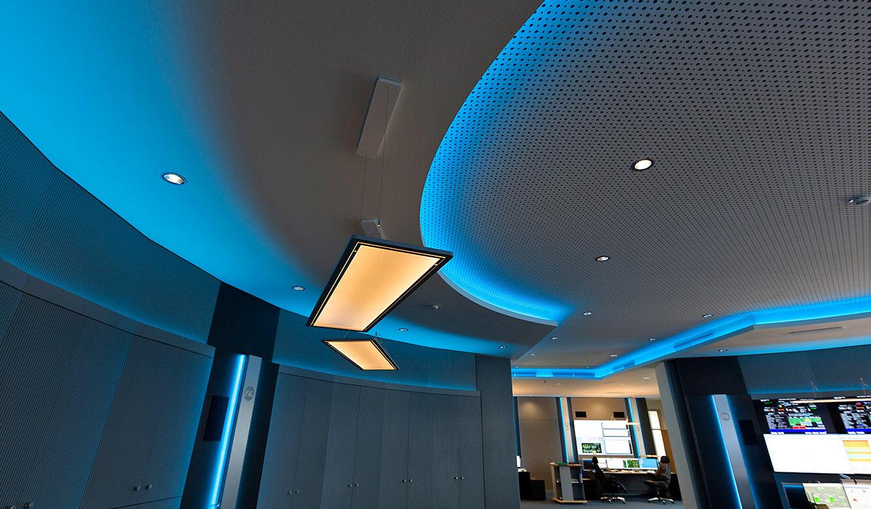 JST-InfraLeuna: Deckenplanung mit Lichtkonzept in der Leitwarte