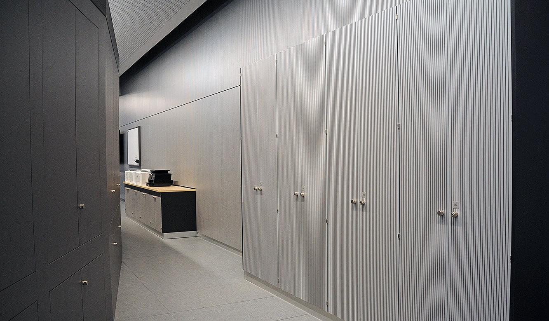 JST - PCK Schwedt: Wände und Mobiliar mit schallabsorbierendem Material verkleidet