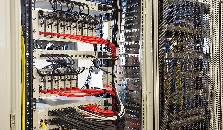 JST - Raiffeisen Graz: Hardware. Power Unit in Redundanz-Ausführung. JST MultiCenter.