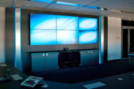 JST Referenzen - Siemens: Großbildwand im Konferenzraum