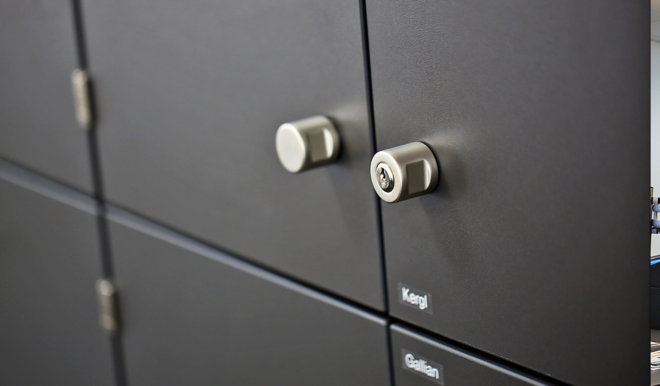 JST Roche: each employee can lock his locker individually