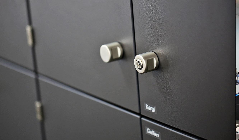 JST-Roche: jeder Mitarbeiter kann seinen Schrank einzeln verschließen