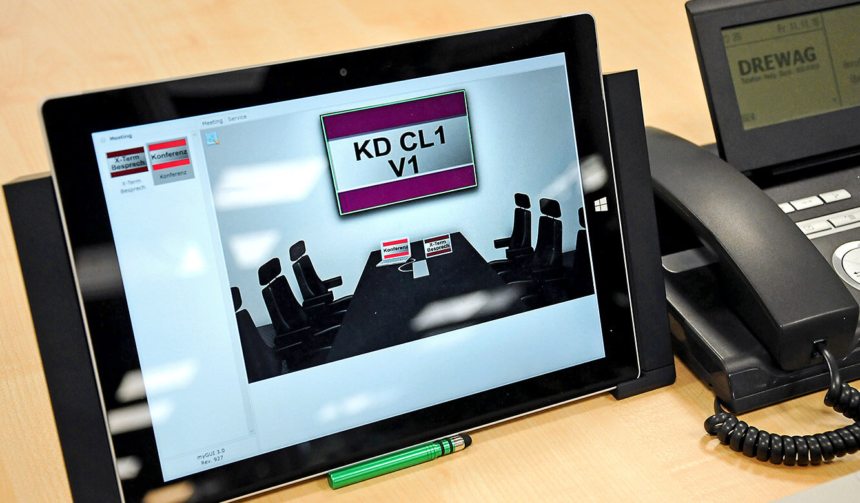 JST-DREWAG: auch im Meetingraum wird das MultiConsoling über myGUI-Bedienoberfläche gesteuert